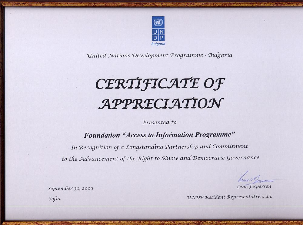 Aip was presented with a certificate of appreciation by the undp certificate of appreciation in recognition of a longstanding partnership and committment spiritdancerdesigns Images